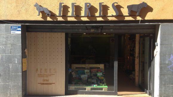 Feres, una botiga de productes ecològics per a gossos i gats, obre al carrer d'Indústria