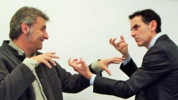 Siscu Ruiz i Mario Fernández protagonitzen 'El crèdit' / Foto: Companyia 8uit de Teatre