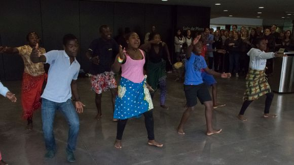 Sant Cugat estreny llaços amb Malawi un any més amb la música i la dansa d'una desena d'infants