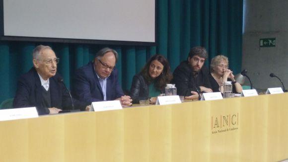 La presentació de 'Periodistes indòmits', de Josep Maria Figueres, debat el lligam dels mitjans amb el poder