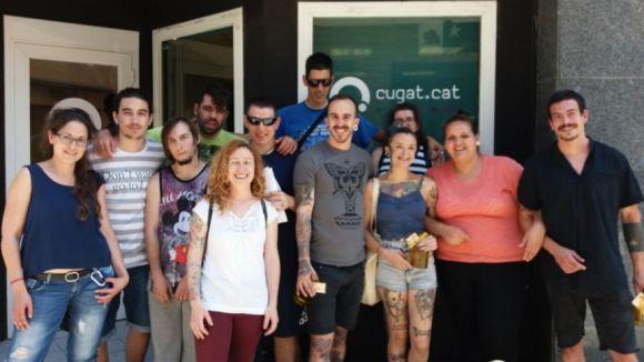 Els membres del Grup Catalònia amb l'equip de Moe's Tatto