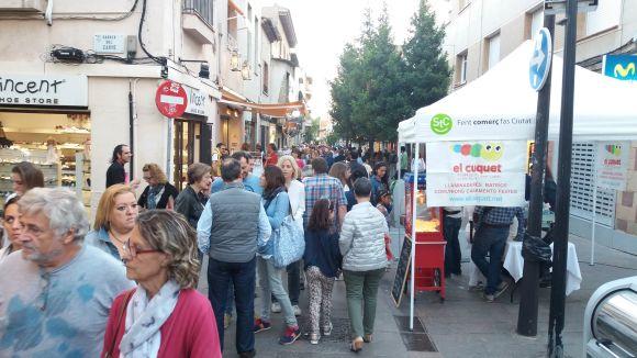La 6a edició de la Nit en Blanc torna a apropar comerciants i clients de Sant Cugat