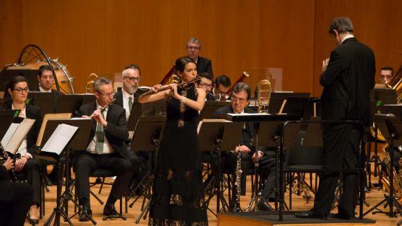 La flautista santcugatenca Elisabet Franc amb la banda municipal de Barcelona / Foto: Localpres