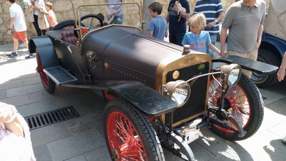 Un dels cotxes participants d'una edició anterior / Foto: Cugat.cat