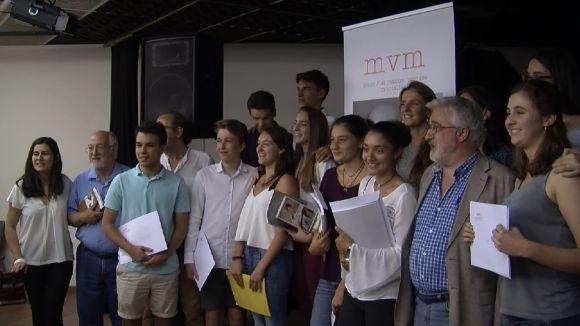Finalistes del 12è Premi Vázquez Montalbán amb el jurat / Foto: Cugat Mèdia