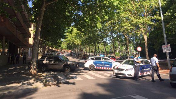 Els Mossos actuen al carrer de Manel Farrés per una falsa alarma d'un vehicle sospitós