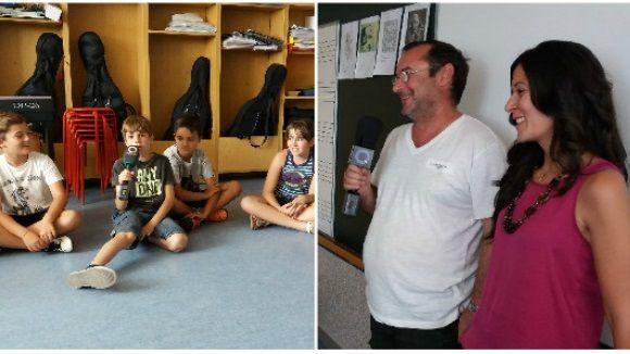 Els nens i les nenes han preguntat i els membres de Cau Amic han contestat els seus dubtes