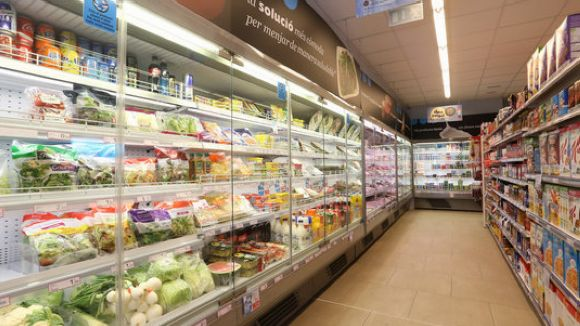 El document alerta sobre la poca claredat de la informació alimentària / Foto: ACN
