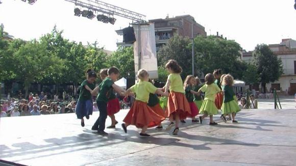 Els alumnes de l'Esbart han mostrat els balls apresos a la plaça d'Octavià