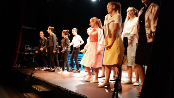 El teatre musical d'Aula de So mostra la feina de tot l'any al musical 'Grease'
