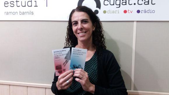 Maria Sempere amb els dos primer títols de l'editorial