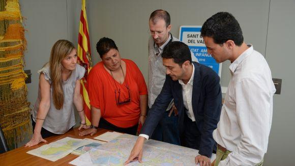 L'equip de govern treballa amb la direcció i l'AFA del centre les condicions de l'edifici / Foto: Localpres