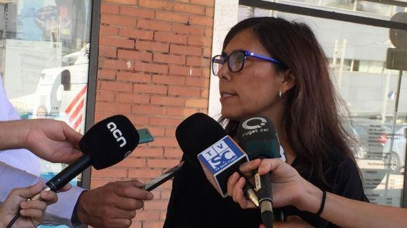 La tinenta d'alcalde de Seguretat Ciutadana, Cristina Paraira, atenent els mitjans