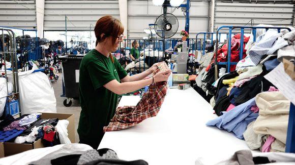 Classificació de la roba recollida / Foto: Humana