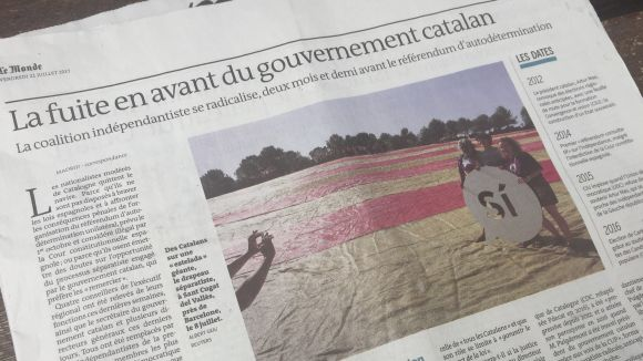 El diari francès 'Le Monde' il·lustra diverses notícies amb l'estelada gegant desplegada a Sant Cugat
