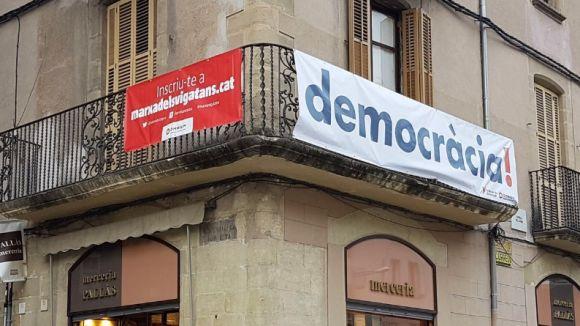 Òmnium desplegarà a Sant Cugat pancartes i cintes a favor del referèndum