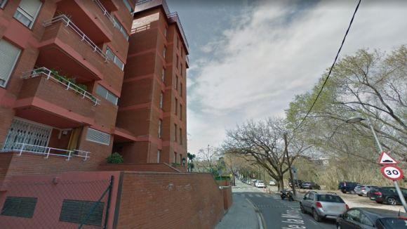 Roben a dos pisos del mateix edifici del carrer de la Mina mentre els propietaris eren de vacances