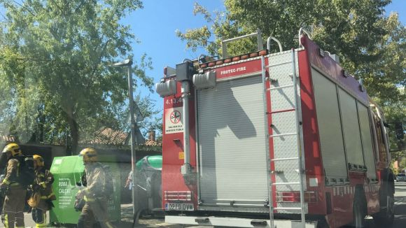 Els Bombers sufoquen un incendi al recinte de l'escola Europa provocat per una fregidora