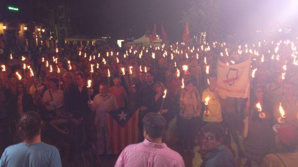 La 3a Marxa de Torxes aplega centenars de persones al crit de 'volem votar'