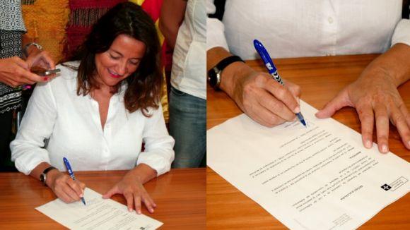 Mercè Conesa signant el decret d'alcaldia / Foto: Twitter Mercè Conesa