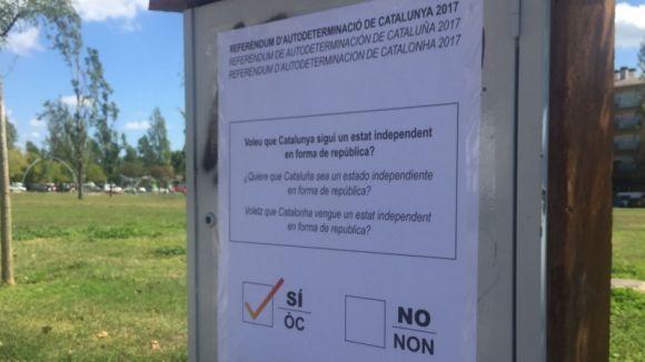 El PP denuncia l'empaperada de Sant Cugat amb cartells a favor de l'1-O