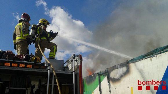 Crema un camió de la brossa a l'AP7 a l'alçada de la UAB