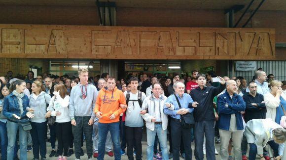 La resistència i la calma s'atrinxeren als col·legis en el referèndum a Sant Cugat