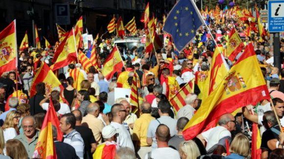 Massiva manifestació a Barcelona per la unitat d'Espanya amb suport santcugatenc