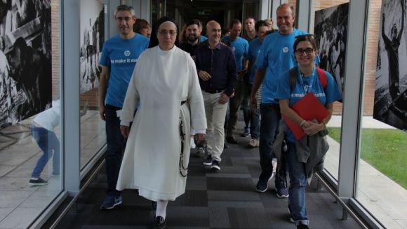 Sor Lucía Caram, amb voluntaris de la iniciativa / Foto: HP