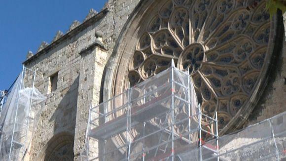 Comencen els treballs de rehabilitació de la portalada de l'església del Monestir