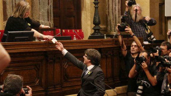 El Parlament declara la República catalana independent i insta el govern a aplicar-ne els efectes