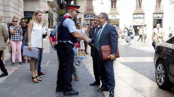 Zoido ordena als Mossos acompanyar els consellers als despatxos per recollir les seves pertinences