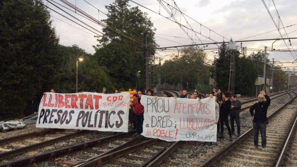 El CDR talla la circulació de trens de FGC a Sant Cugat per exigir l'alliberament dels 'presos polítics'