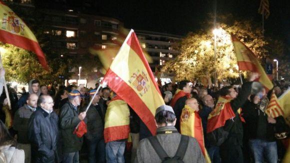Nombroses banderes espanyoles han onejat a la plaça de la Vila