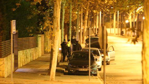 Detingut un home al carrer de Domènec Oristrell per un presumpte delicte contra la salut pública