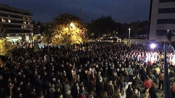 3.000 santcugatencs clamen davant l'ajuntament per 'l'alliberament immediat dels presos polítics'