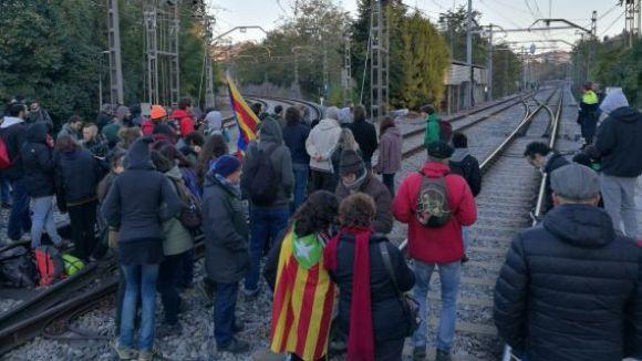 Aturada de trens, carreteres i polígons marquen la vaga a Sant Cugat