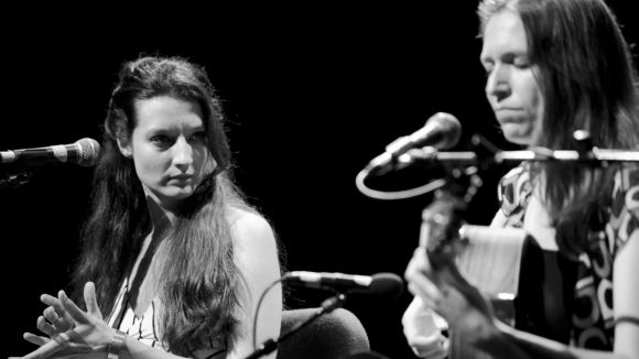 El duet format per Isabel Vinardell a la veu i Isabelle Laudenbach a la veu i guitarra / Foto: Isabeles.com