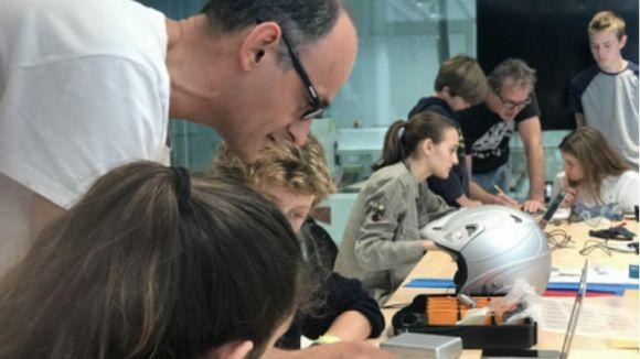 Imatge d'alguns dels participants treballant en el projecte / Foto: Maker Challenge
