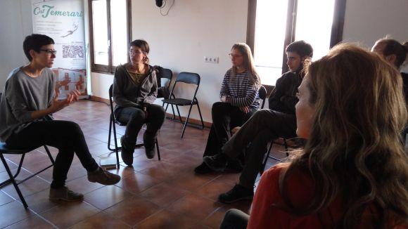 Una xerrada a Cal Temerari acosta els beneficis de criar els fills en comunitat