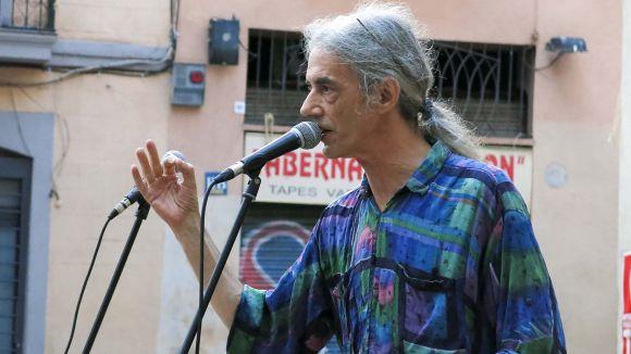 El rapsode i poeta Enric Casasses en un recital / Foto: Creative Commons