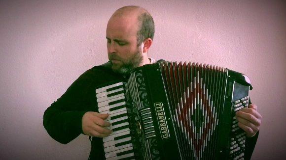 Paco Lópeh també és acordionista