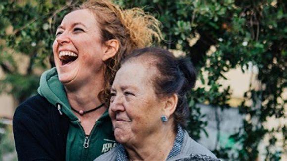Els voluntaris d'Amics de la Gent Gran són un gran suport emocional /Foto: Amicsdelagentgran.org