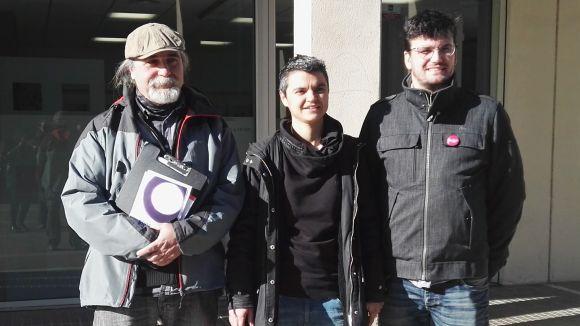 Esteban Martínez (activista pel dret de l'habitatge), Lucía Martín (diputada d'En Comú Podem al Congrés) i Ramon Gutiérrez (portaveu d'ICV-EUiA)