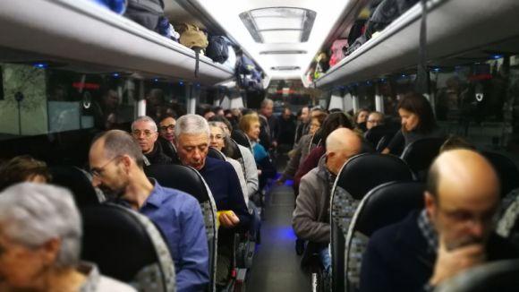 Alguns dels santcugatencs en un dels autocars que ha marxat cap a Brussel·les a les 8 del matí