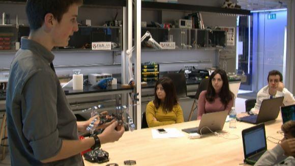 El Fab Lab ensenya a construir un dron per uns 40 euros en un taller de fabricació digital