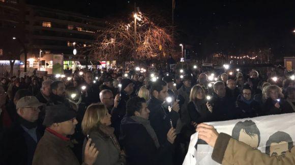 Unes 300 persones tornen a demanar l'alliberament dels 'presos polítics'