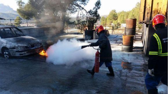 Els voluntaris de Protecció Civil de Sant Cugat amplien coneixements en l'extinció d'incendis