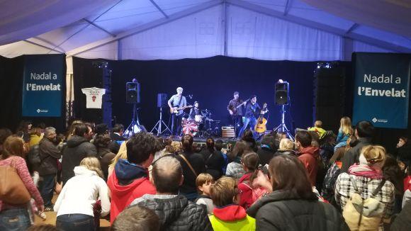 L'espectacle musical del grup Xiula! fa gaudir els més petits a la festa d'inauguració de l'Envelat de Nadal