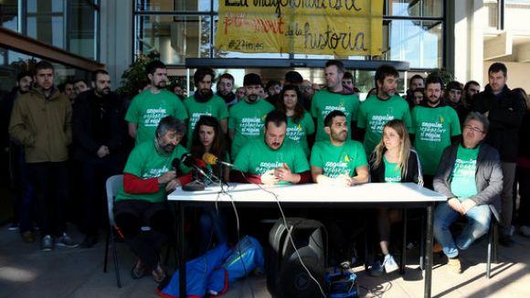 El col·lectiu ha fet una roda de premsa davant del rectorat / Foto: ACN